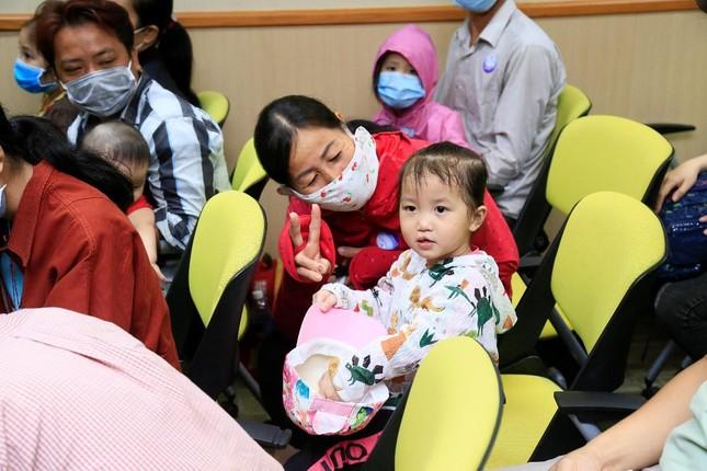 Tiếp nối chương trình vì miền Trung, Điện Máy Xanh mang 'Tết sớm' đến trẻ em hở hàm ếch ảnh 1