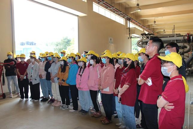 40 sinh viên ĐH Nguyễn Tất Thành tìm hiểu quy trình vận hành và xử lý chất thải của VWS ảnh 3