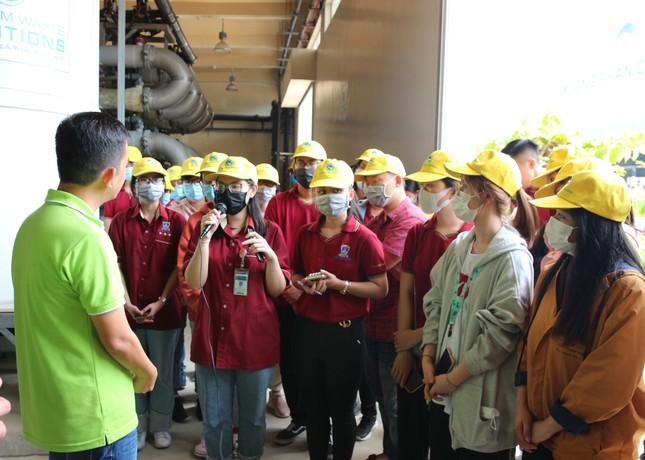 40 sinh viên ĐH Nguyễn Tất Thành tìm hiểu quy trình vận hành và xử lý chất thải của VWS ảnh 1