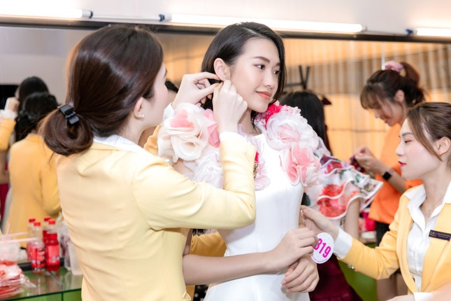 Trang sức IJC: Yếu tố giúp các thí sinh Hoa hậu Việt Nam 2020 lộng lẫy trên sàn catwalk ảnh 4