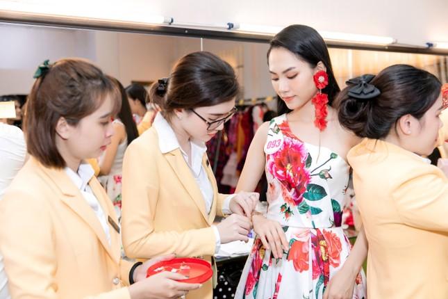 Trang sức IJC: Yếu tố giúp các thí sinh Hoa hậu Việt Nam 2020 lộng lẫy trên sàn catwalk ảnh 5