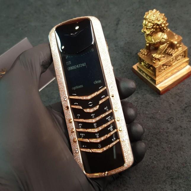 Vertu và hành trình 22 năm thăng trầm của đế chế điện thoại đắt đỏ nhất hành tinh ảnh 2
