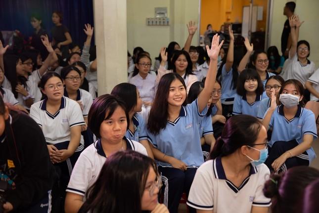 Diana cùng Giang Ơi thực hiện chuỗi sự kiện tâm tình tuổi dậy thì tại trường học ảnh 2