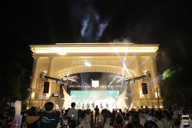 Vinhomes Star City khai trương cổng chào Victoria và quảng trường ánh sáng ảnh 1
