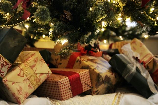 Trọn vẹn cảm xúc gửi trao trong từng món quà mùa lễ hội ảnh 1