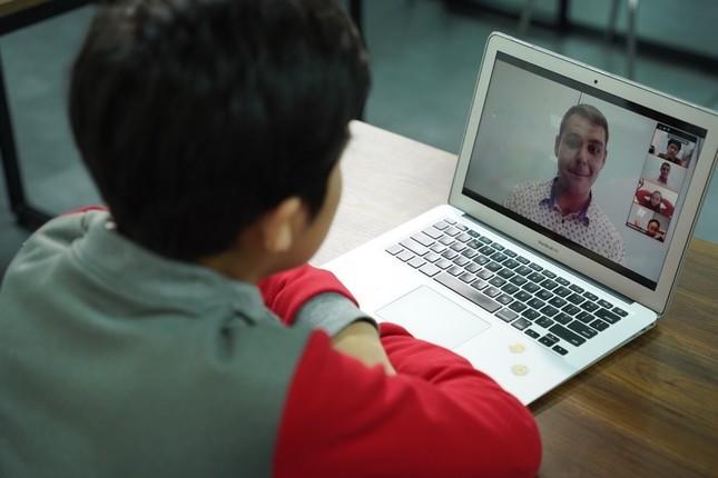 Công bố mô hình lớp học tương tác online với giáo viên Mỹ ảnh 1