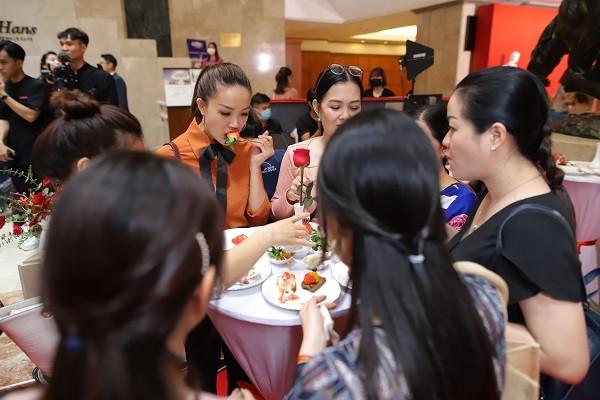 Thưởng thức tiệc buffet dâu tây King's Berry Hàn Quốc tại TP.HCM ảnh 3