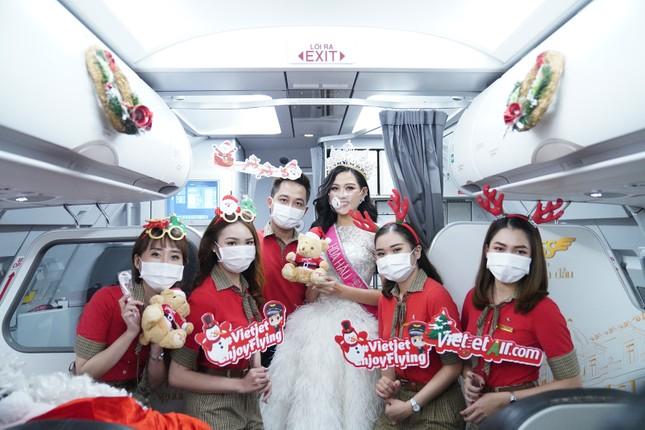 Cùng Hoa hậu Việt Nam Đỗ Thị Hà đón Giáng sinh cổ tích trên độ cao 10.000 mét ảnh 13