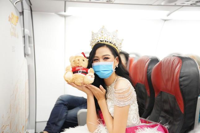 Cùng Hoa hậu Việt Nam Đỗ Thị Hà đón Giáng sinh cổ tích trên độ cao 10.000 mét ảnh 14
