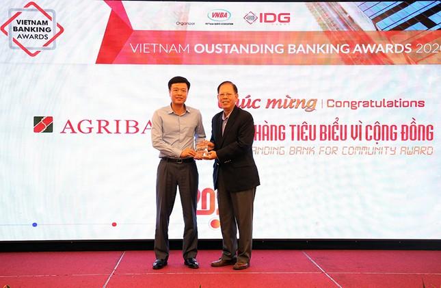 Agribank được vinh danh 2 giải thưởng Ngân hàng Việt Nam tiêu biểu 2020 ảnh 1