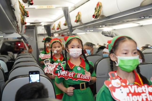 Cùng Hoa hậu Việt Nam Đỗ Thị Hà đón Giáng sinh cổ tích trên độ cao 10.000 mét ảnh 6