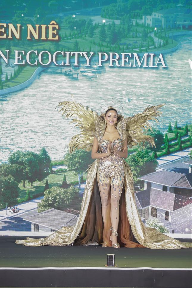 H'Hen NiÊ cùng ' hành trình kiến tạo biểu tượng phồn vinh' với Ecocity Premia ảnh 1