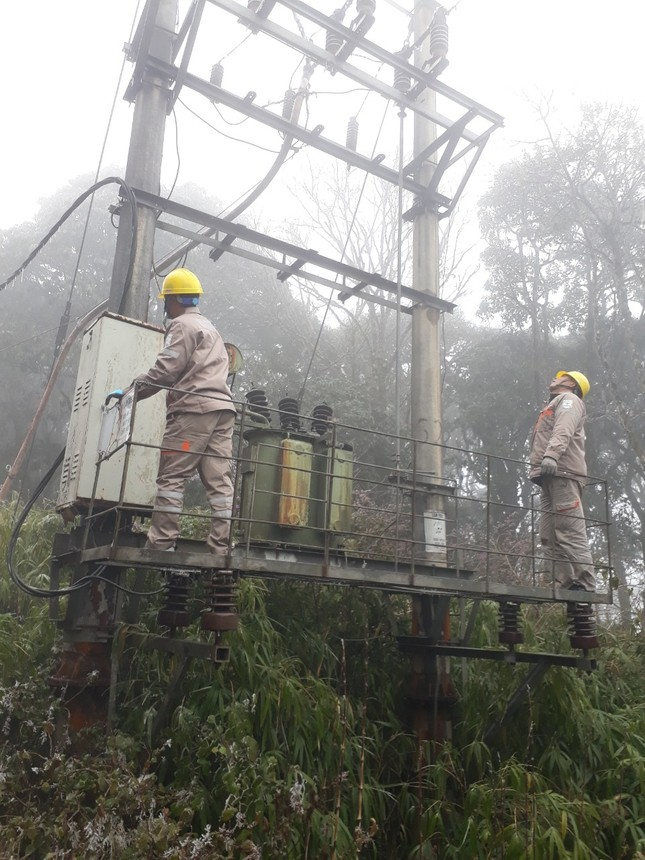 Băng giá ở nhiều tỉnh phía Bắc, EVNNPC đảm bảo cấp điện cho người dân ảnh 2