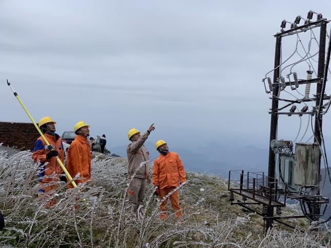 Băng giá ở nhiều tỉnh phía Bắc, EVNNPC đảm bảo cấp điện cho người dân ảnh 4