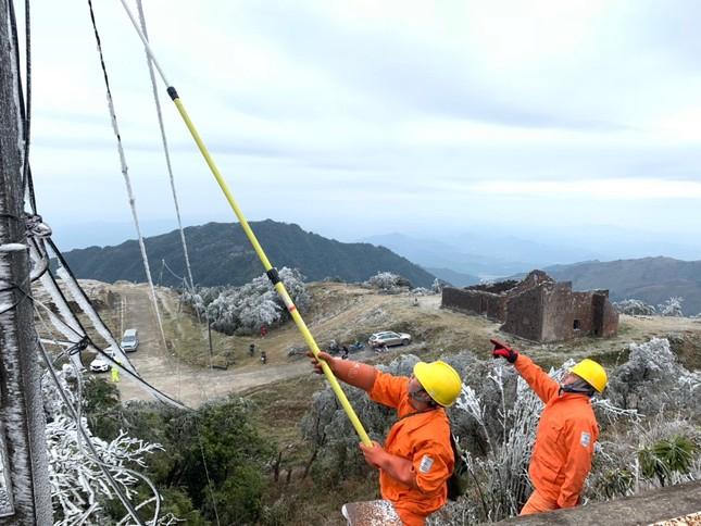 Băng giá ở nhiều tỉnh phía Bắc, EVNNPC đảm bảo cấp điện cho người dân ảnh 3