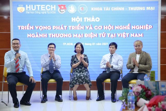 Sinh viên Thương mại điện tử HUTECH tham gia tọa đàm với doanh nghiệp từ năm nhất ảnh 1