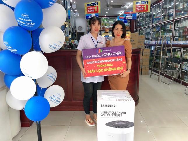 Vượt mốc 200 nhà thuốc, FPT Long Châu trao 200 triệu đồng cho khách hàng may mắn ảnh 2