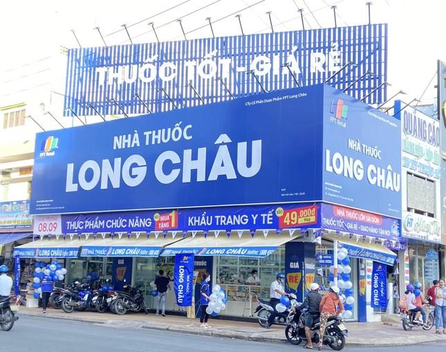 Vượt mốc 200 nhà thuốc, FPT Long Châu trao 200 triệu đồng cho khách hàng may mắn ảnh 3