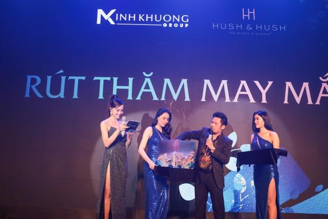 Ca sĩ Phương Vy Idol nồng nàn trình diễn nhiều ca khúc trong sự kiện ra mắt sản phẩm mới của Hush & Hush ảnh 5
