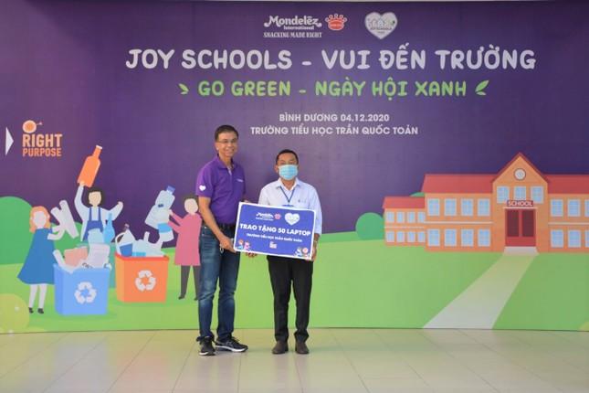 Mondelez Kinh Đô trao tặng máy tính cho các trường học trong khuôn khổ chương trình vui đến trường ảnh 1
