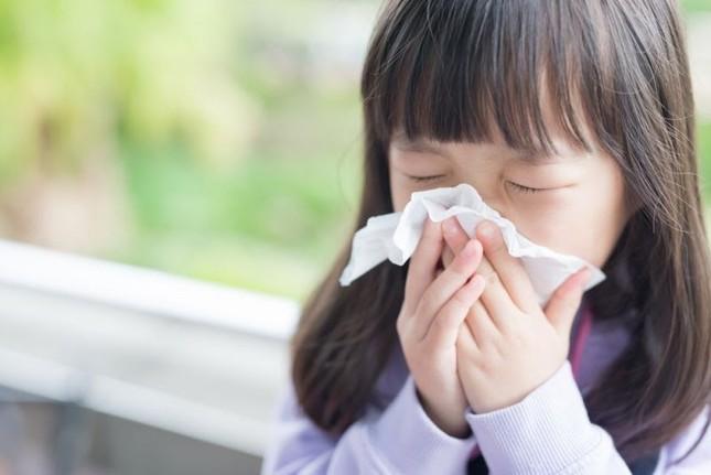 Những sai lầm bố mẹ hay mắc khi trị ho, sổ mũi cho trẻ tuổi đến trường ảnh 1