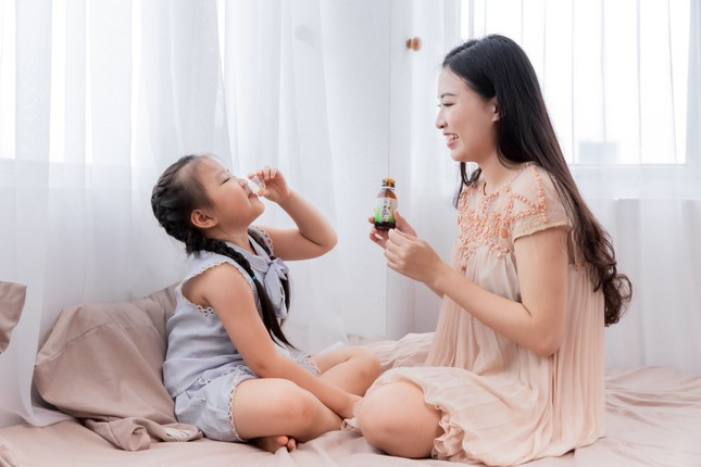 Những sai lầm bố mẹ hay mắc khi trị ho, sổ mũi cho trẻ tuổi đến trường ảnh 2