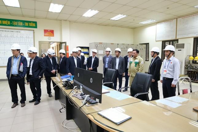 Chủ tịch EVNNPT kiểm tra việc cung cấp điện phục vụ Đại hội Đảng lần thứ XIII ảnh 2