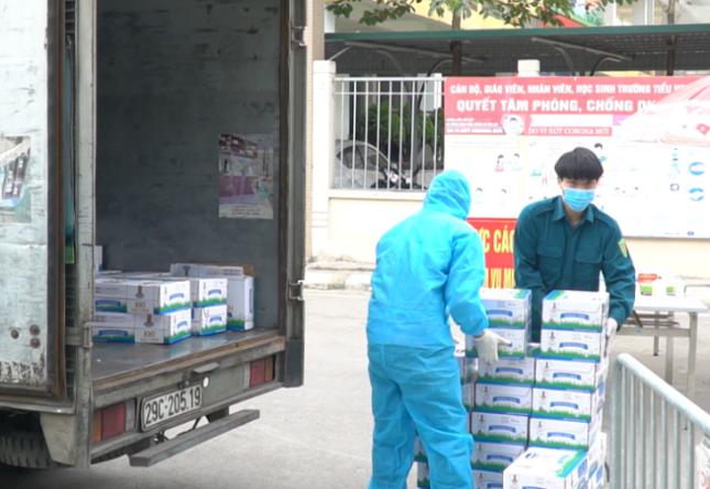 Vinamilk hỗ trợ 45.000 hộp sữa cho hơn 800 trẻ em đang cách ly tại Hà Nội ảnh 1