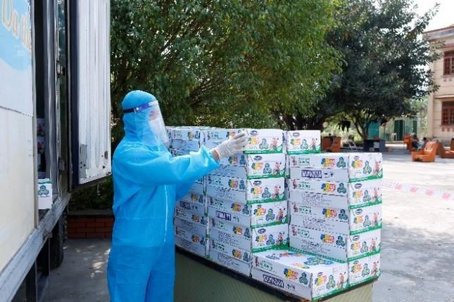 Vinamilk hỗ trợ 45.000 hộp sữa cho hơn 800 trẻ em đang cách ly tại Hà Nội ảnh 3