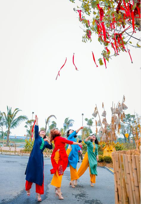 Những con đường khoe sắc hoa xuân nổi bật dịp năm mới ảnh 5
