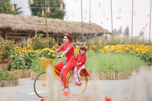 Áo dài Việt khoe sắc tại đường hoa Home Hanoi Xuan ảnh 7