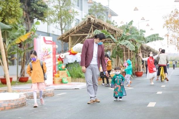Áo dài Việt khoe sắc tại đường hoa Home Hanoi Xuan ảnh 12