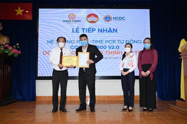Tập đoàn Hưng Thịnh trao tặng hệ thống máy xét nghiệm COVID-19 tự động trị giá gần 5,3 tỷ đồng cho TP.HCM ảnh 2