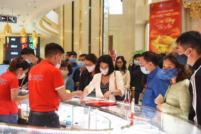 Hơn 300 ngàn sản phẩm của Doji đã đến tay khách hàng dịp thần tài 2021 ảnh 3