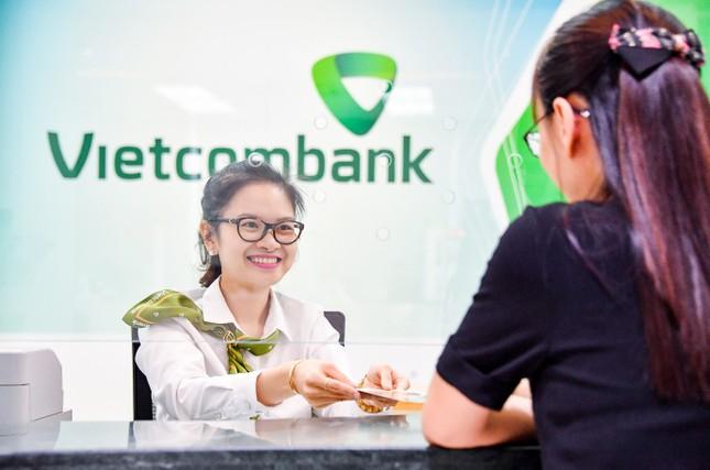Vietcombank tiếp tục giảm lãi suất tiền vay hỗ trợ khách hàng bị ảnh hưởng bởi đại dịch COVID-19 ảnh 2