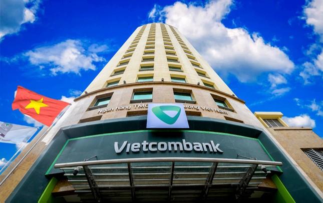 Vietcombank tiếp tục giảm lãi suất tiền vay hỗ trợ khách hàng bị ảnh hưởng bởi đại dịch COVID-19 ảnh 1