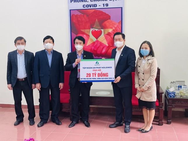 An Phát Holdings tiếp tục trao 20 tỷ đồng hỗ trợ Hải Dương mua vaccine phòng chống COVID-19 ảnh 1