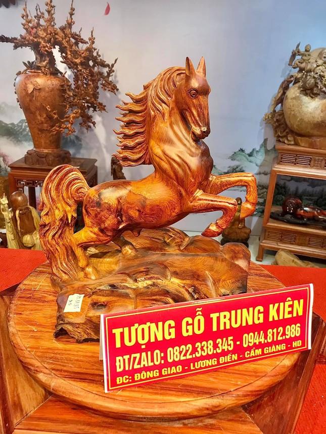Tượng gỗ phong thủy tại cơ sở sản xuất Tượng gỗ Trung Kiên vừa mang giá trị trong đời sống và kinh doanh ảnh 4