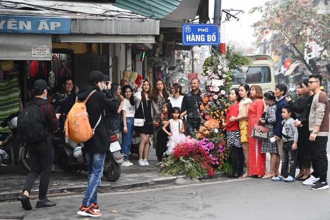 Hơn 100 Cột đèn 'nở hoa' giữa trung tâm Hà Nội ảnh 8