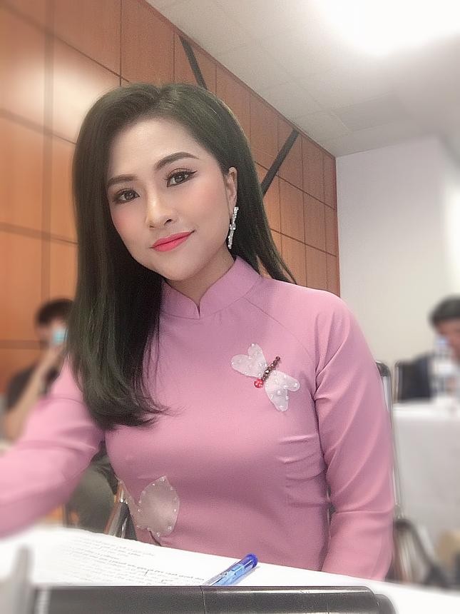 MC Dương Suri hé lộ góc khuất sau sự hào nhoáng của nghề MC truyền hình ảnh 1