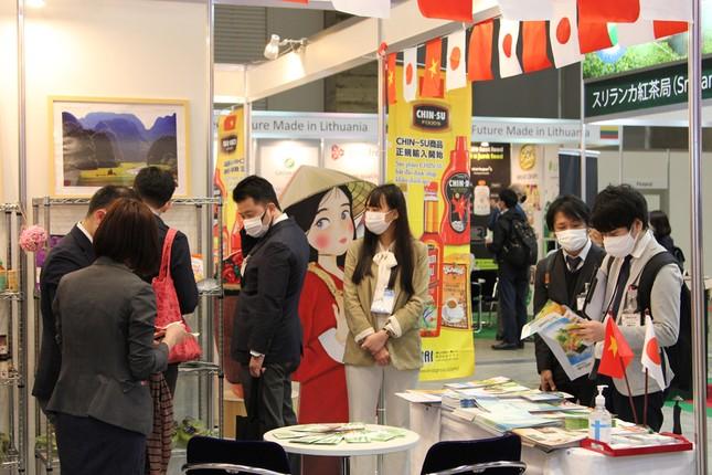 Tương ớt Chin-Su thu hút khách hàng tại triển lãm Thực phẩm và Đồ uống quốc tế Nhật Bản ảnh 1
