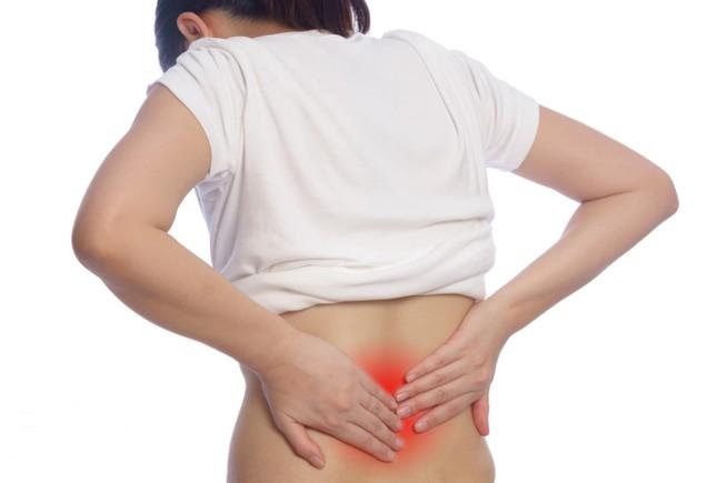 Đối phó với chứng đau lưng trong tiết trời giao mùa ảnh 1