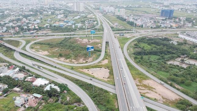 Kiện toàn giao thông khiến nhà ở thấp tầng tại Gia Lâm tăng giá mạnh ảnh 1
