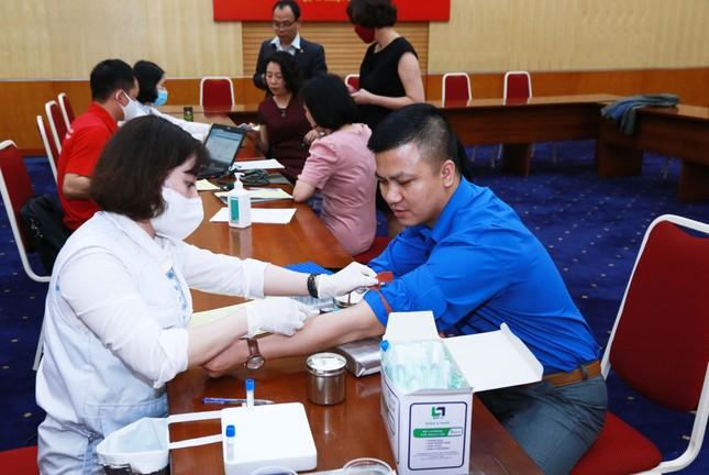Cán bộ, công chức Kho bạc Nhà nước hưởng ứng chương trình hiến máu tình nguyện ảnh 5