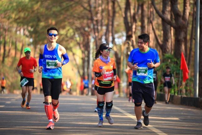 Màu áo BIDV nhuộm xanh giải vô địch quốc gia Marathon 2021 ảnh 12