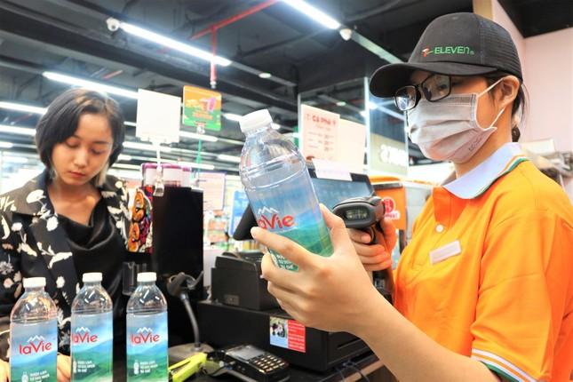 Yêu thích sản phẩm 'xanh', người dùng chuộng chai nhựa tái chế ảnh 2