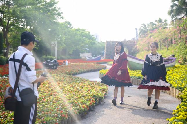 Du khách háo hức check in trước thềm Lễ hội hoa Sầm Sơn ảnh 9