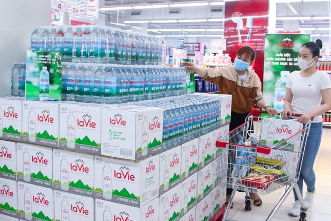 Yêu thích sản phẩm 'xanh', người dùng chuộng chai nhựa tái chế ảnh 1