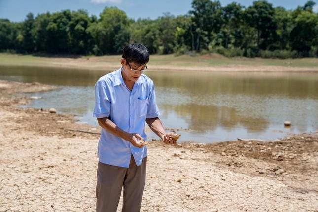 Bà con miền Trung mong mỏi nước sạch mỗi mùa nắng hạn ảnh 1