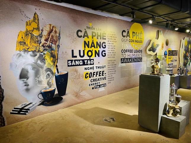 Công trường xây dựng trở thành đại triển lãm cà phê ngoài trời ảnh 1